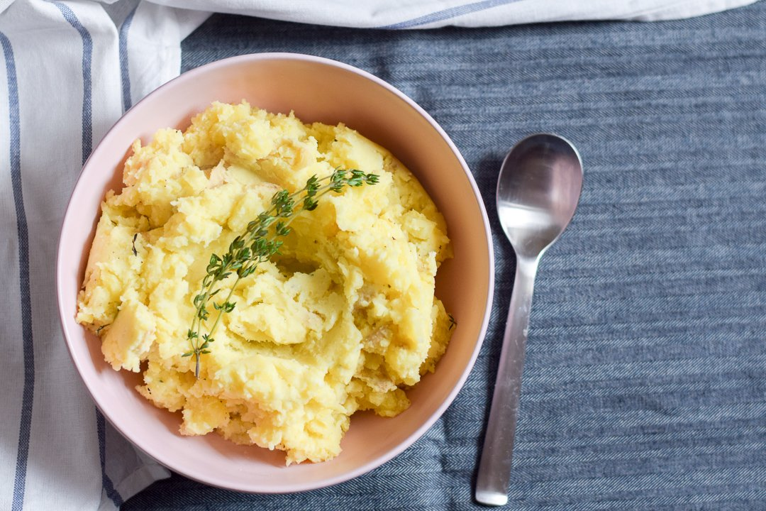 garlic mashed potatoes in a bowl